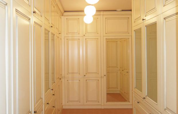 Шкафы классические гардеробные.